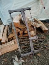 Could have brought the bucksaw inside at night but it's well coated with obenaufs and can handle a hard frost.